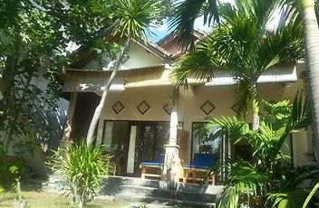 Tudes Homestay Amed - Accommodation from $18